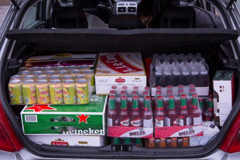 Viinaturism taas tõusuteel: soomlased tõid Eestist miljon liitrit rohkem alkoholi kui mullu