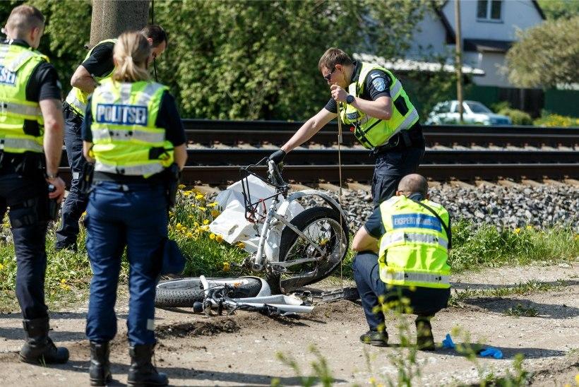 ELRONI PARDAVIDEO NÄITAB: Jüri Aarma märkas rongi 50 meetrit enne kokkupõrget, lasi käel telefoniga langeda, kuid eest ei jõudnud