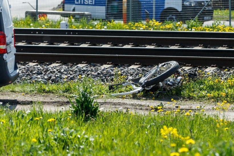 Juhtkiri | Raudteeõnnetus hüüdis tulles