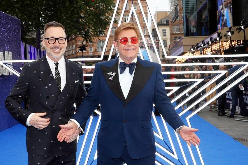 Elton John tunnistab, et kaotas süütuse üsna hilja