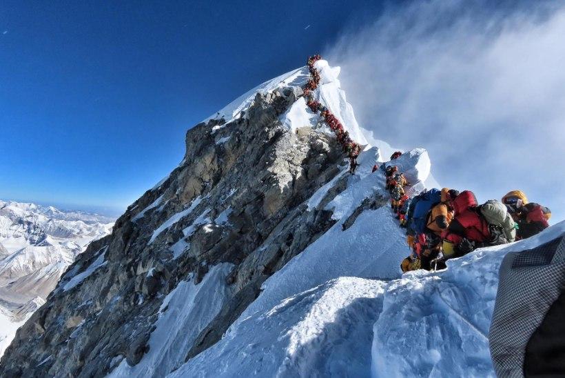 LIIGA PALJU RAHVAST: Mount Everesti tipus tekivad eluohtlikud ummikud