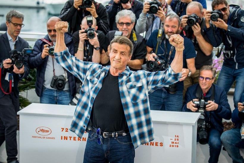 GALERII   ÕL CANNES'IS: Sylvester Stallone lasi fotograafide ees looma välja