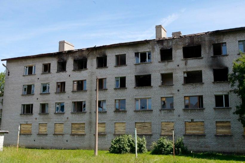 VIDEO | Kohtla-Järve on hädas pidevalt süttivate mahajäetud hoonetega