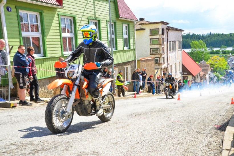 GALERII | Tsiklimehed katsusid Viljandis rammu