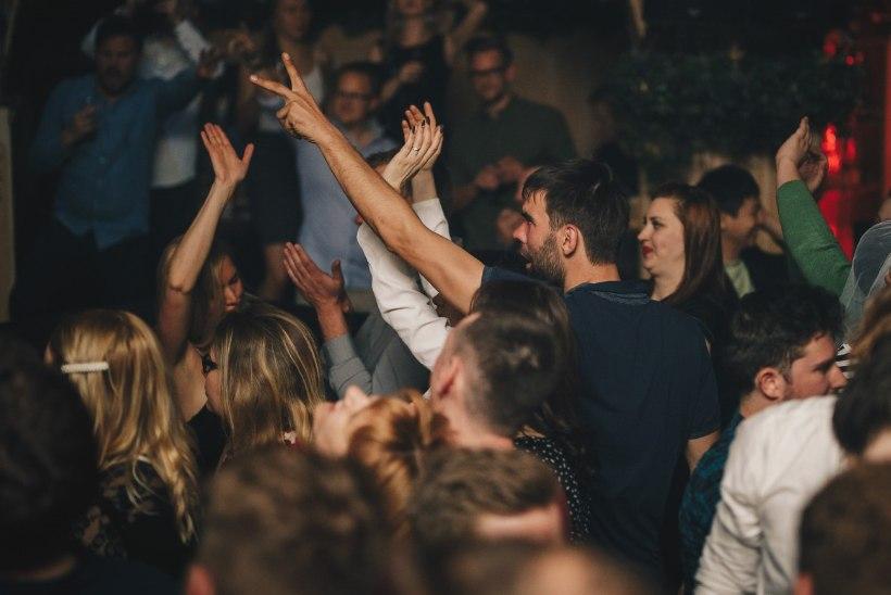 PILDID | Pöörane tšellist Silvia Ilves korraldas Klubis Teater unustamtu peo