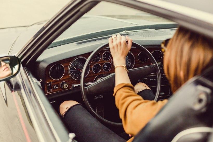 Siin on 7 asja, mis su pika autosõidu kindlasti mõnusamaks teevad
