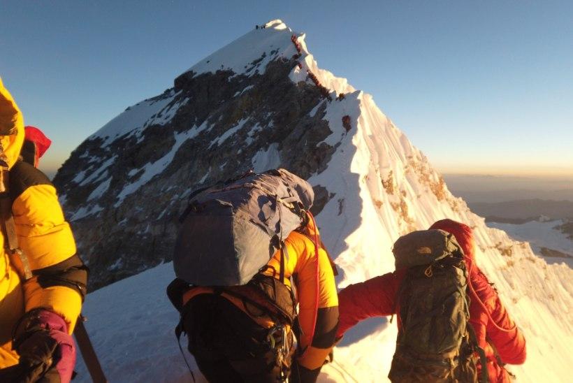 JÄRJEKORDNE HUKKUNU: Everestil suri ülerahvastatuse eest hoiatanud mägironija