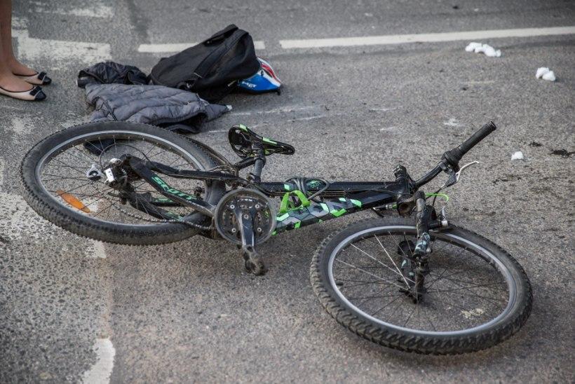 Tallinnas jäi rattaga sõitnud poiss auto alla, politsei otsib õnnetuse pealtnägijaid