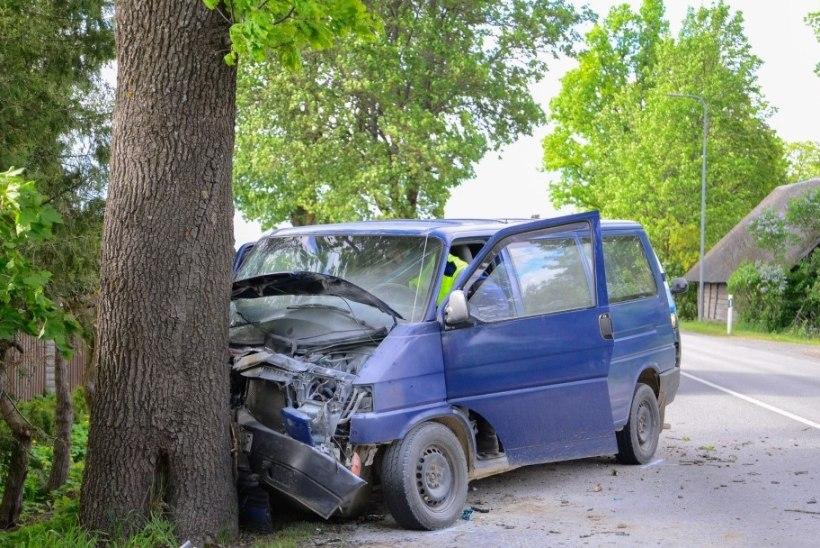 JUHI KABIINIST VÄLJA TÕMMANUD KÜLAMEES: metsa vahel jäänukski ta põlevasse autosse!