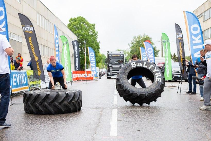 GALERII | Eesti kõige tugevamad naised vedasid autot ja tõstsid hiigelrehve