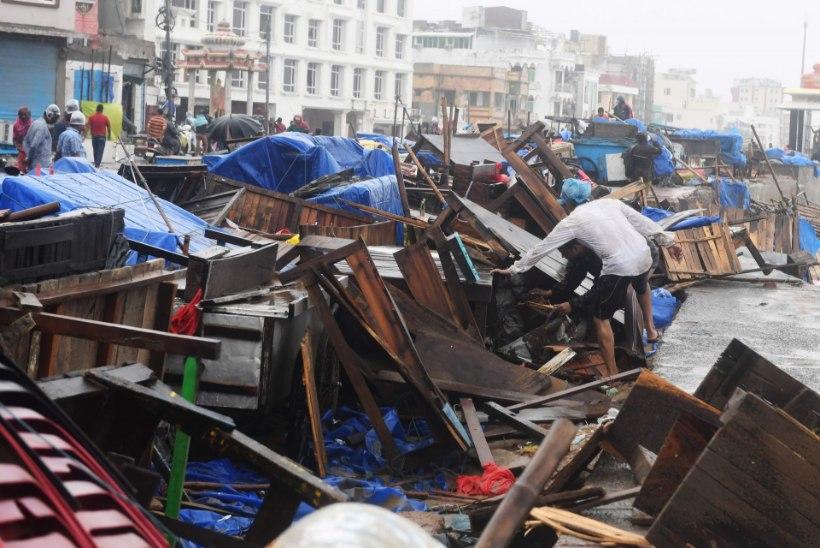 Troopiline tsüklon möllab India idarannikul