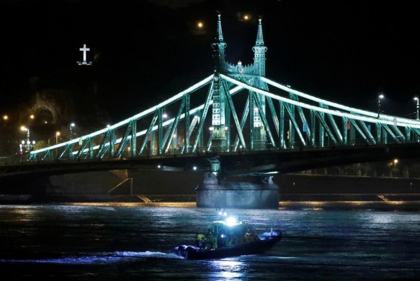 Прогулочный катер перевернулся в Будапеште. На борту были десятки туристов