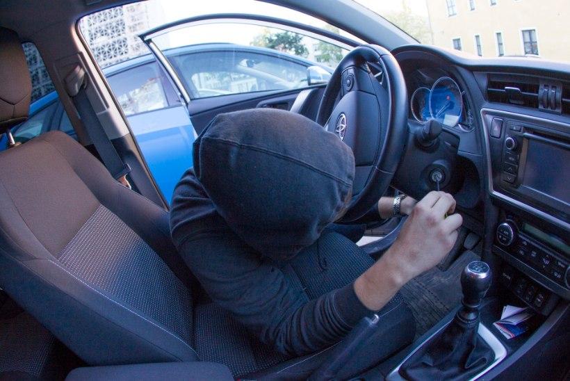 ETTEVAATUST! Liikvel on autovargad, kes viskavad silma just võtmevaba lukuga sõidukitele