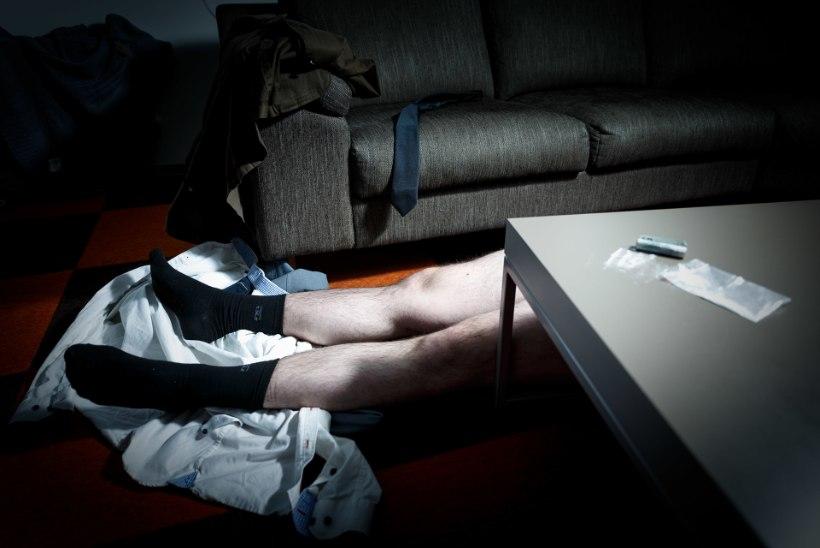 TRAAGILINE NARKOSÕLTUVUS: poeg kägistas isa ja üritas tema surnukehaga vahekorda astuda