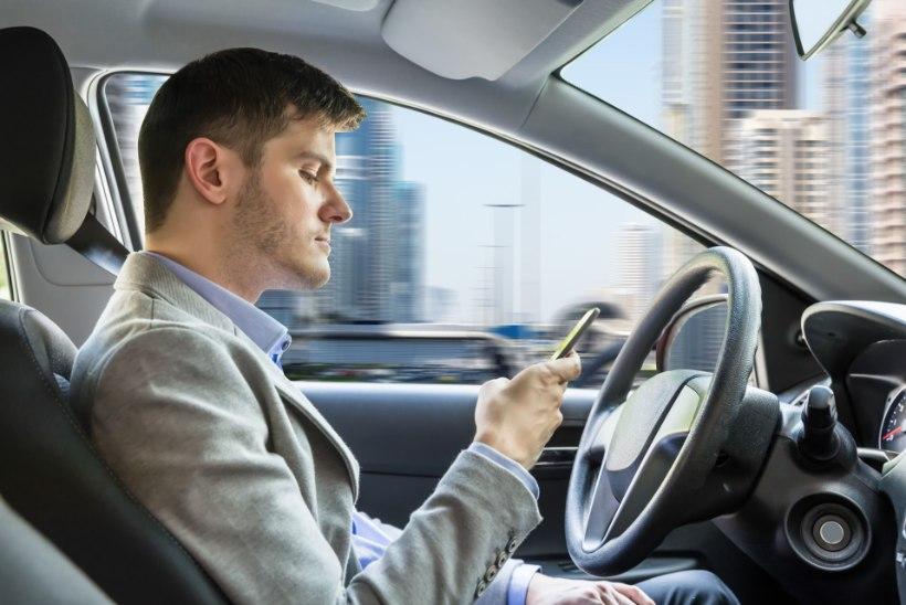 Kõrvaliste tegevustega toimetab sõidu ajal 63% autojuhtidest