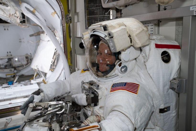 Naiste kosmoselennu eripärad: NASA pakub sobiva skafandri asemel huuleläiget