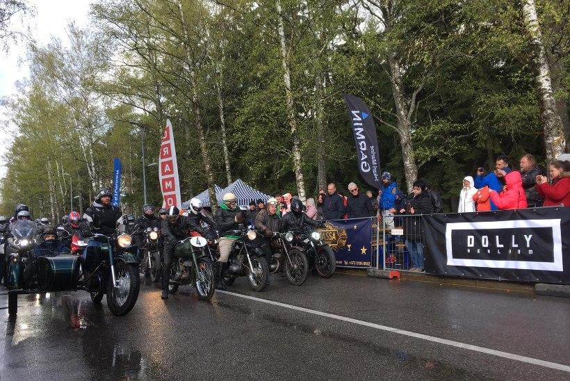 GALERII ja VIDEOD | Vihmast ja külmast hoolimata avati Pärnus mootorrattahooaeg uhke paraadiga