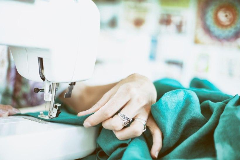 Oled kimpus uue kleidi õmblemisega või riiete parandamisega? Ehk aitab see nipp!