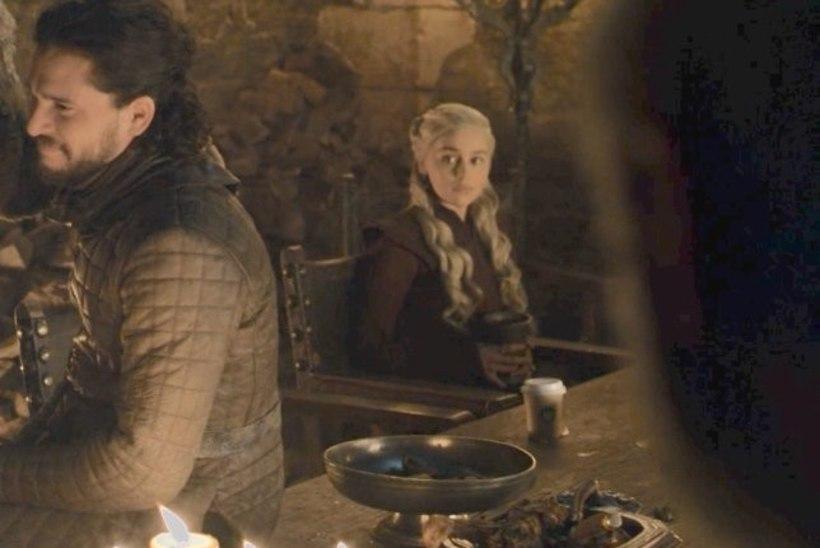 """PIINLIK APSAKAS: """"Troonide mängu"""" vaatajad on hämmelduses, sest sarja tegijad ei märganud kaadrisse jäetud Starbucksi kohvitopsi"""