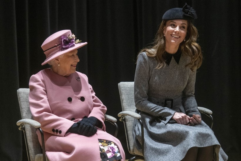 Perekonna moeekspert: kuninganna Elizabeth hoiab prints Williami abikaasa kostüümidel pingsalt silma peal