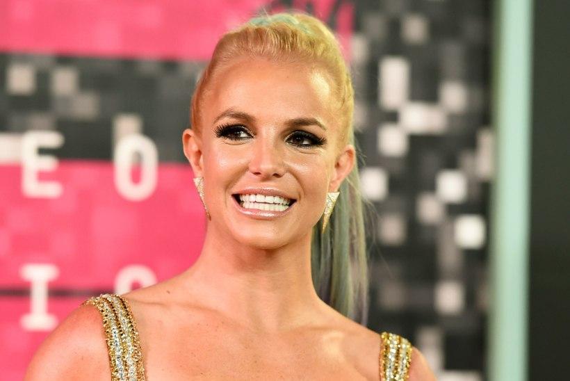 Britney on räbalas seisus ja vajab hädasti abi, väidab tema ema