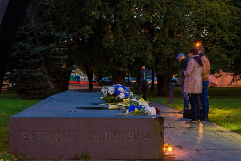 Estonia laevahukust pääsenud rootslane ja paljude hukkunute omaksed nõuavad, et Eesti valitsus algataks õnnetuse uue uurimise