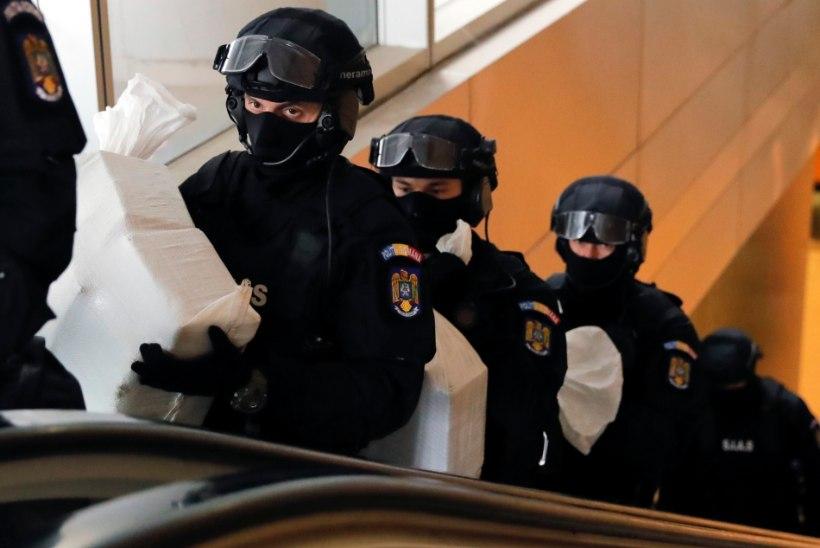 Rumeenias tabati Eestis pangakaarte kopeerinud pätid
