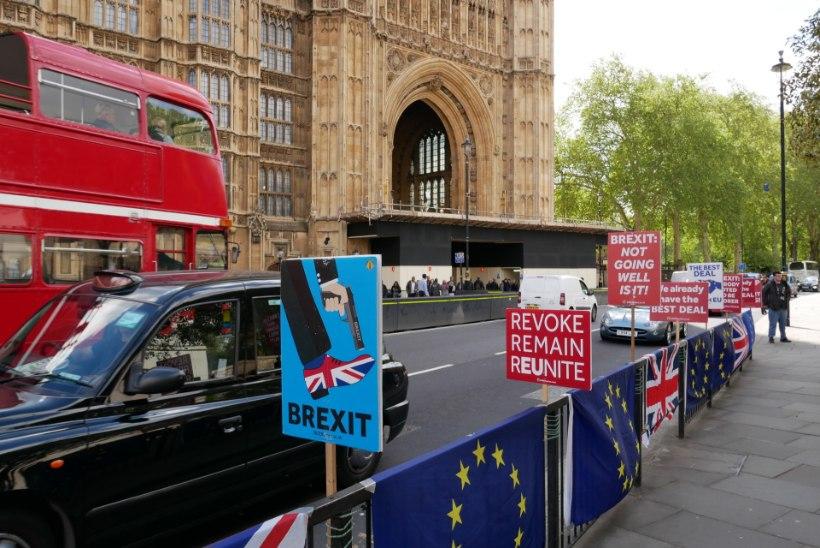 POLIITTSIRKUS JÄTKUB: Brexiti edasilükkumine sunnib britte osalema europarlamendi valimistel