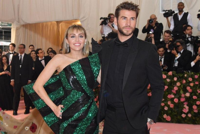 Kas Miley Cyrus teatas fännidele rasedusest?