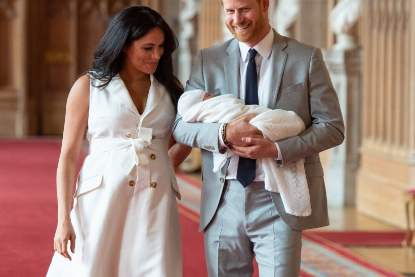 Kust saada samasugust kleiti nagu beebit näidanud Meghan Markle'il?