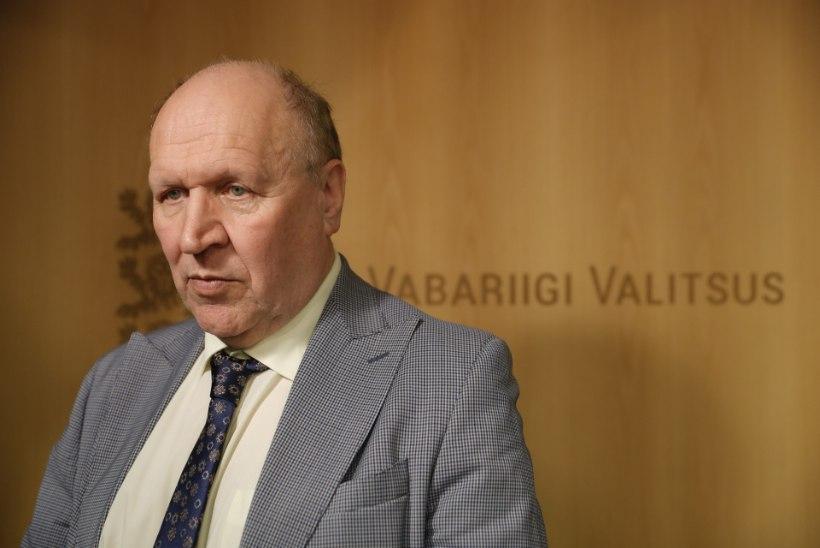 REPORTAAŽ TOOMPEALT | Mart Helme esietendus peaministritoolil: terava sõu asemel halb kaabunali ja kulunud teemad