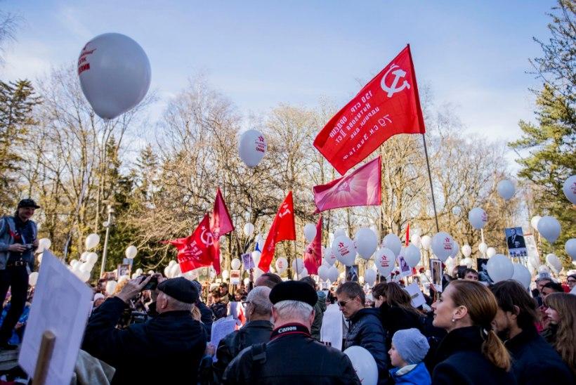 Narvas keelatud nõukogude võidupüha rongkäik toimub kõnniteedel
