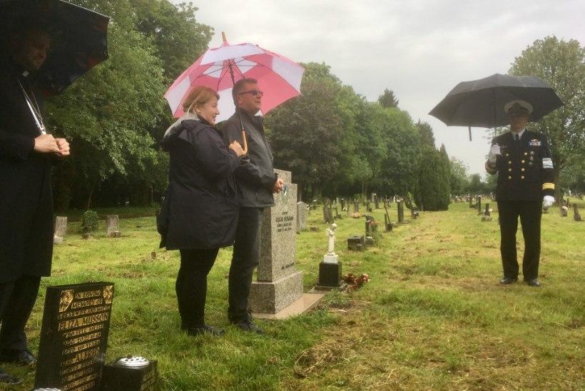 GALERII | Kaitseliitlased mälestasid Suurbritannias oma endist pealikku