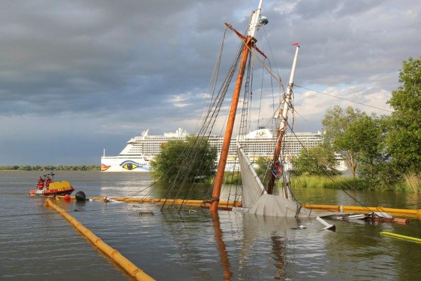 Ajalooline kuunar uppus: kaheksa vigastatut