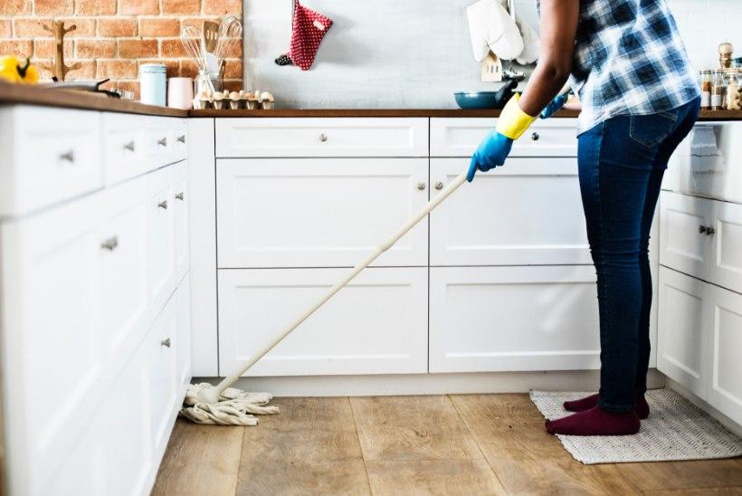 Juunikuu kodutööde spikker: puhasta ja korrasta WC, vannituba ja saun