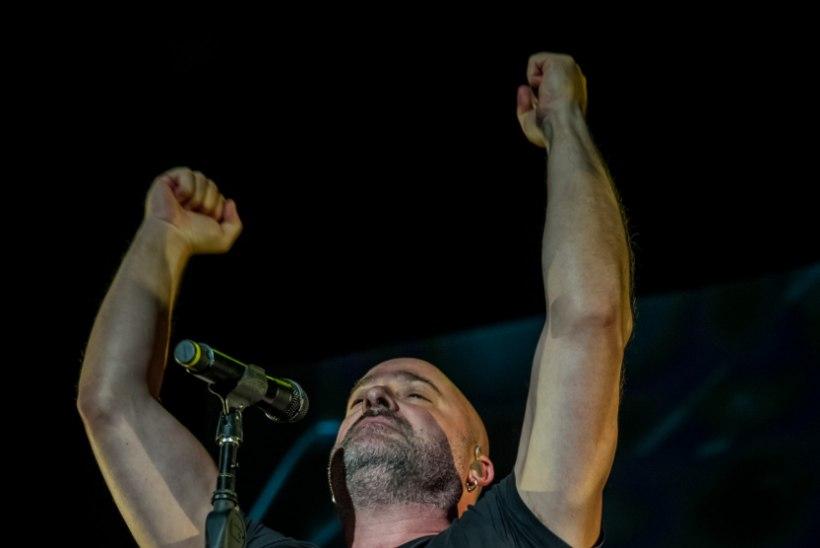GALERII   Disturbed esines Saku suurhallis: kontsert oli nii ehe, et tüdrukud esireas nutsid