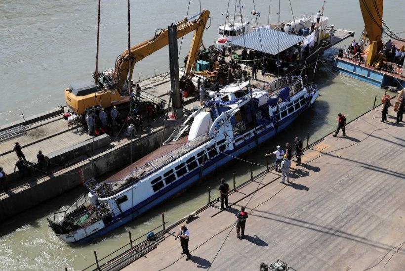 LEITI VEEL NELI SURNUKEHA: Doonaul uppunud turistilaev tõsteti pinnale