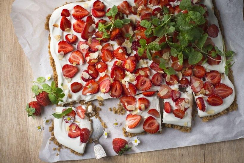 NÄDALA KOOK | Külm plaaditort maasikatega