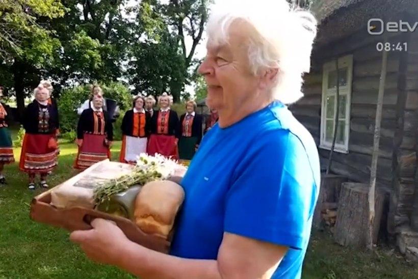 VIDEO | Juubilar Ivo Linna esimesed õnnitlejad olid Muhu memmed