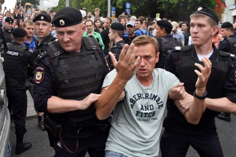 Moskvas tulid kolleegid ja koolinoored ajakirjaniku toetuseks meelt avaldama