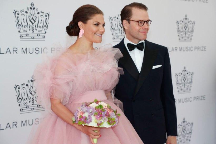 NAGU HALDJAS: printsess Victoria kandis galal õrnroosat kleiti