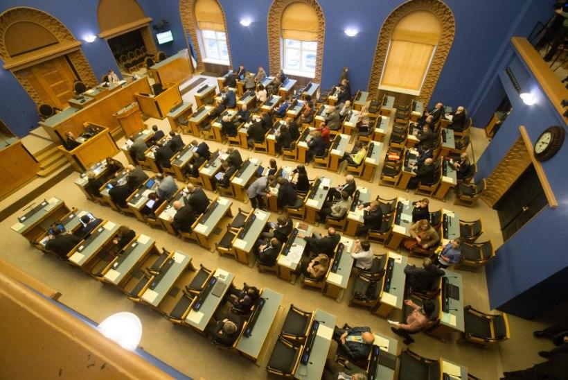 Riigikogu võttis vastu alkoholi aktsiisimäärasid langetava seaduse