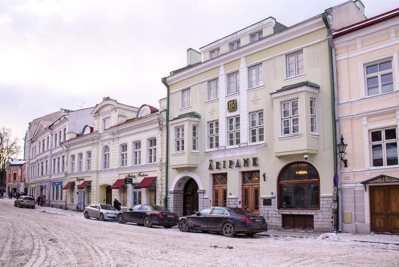 Kolm Tallinna Äripanga osakonnajuhti peeti kinni kahtlustatuna rahapesus