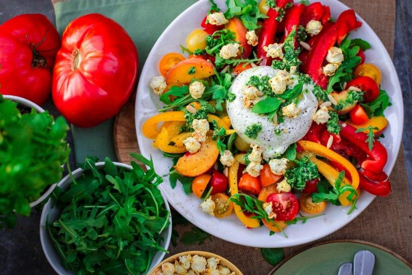 SA KASUTAD NEID NIPPE KOGU SUVE | Toidutare retseptivõlur Tiina Lebane soovitab 5 lihtsat trikki, kuidas tuunida kurgi-tomatisalatit