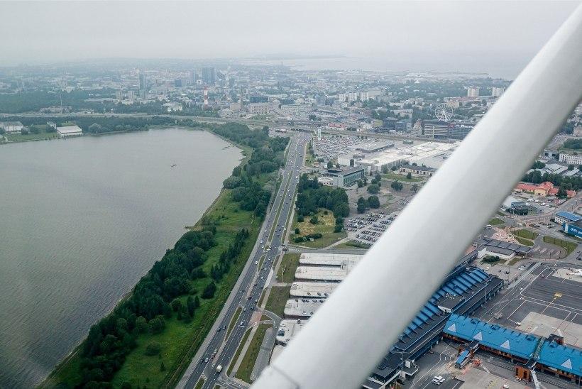ÕL VIDEO JA GALERII | Erapiloodid lendasid juuniküüditatute mälestuseks Tallinna kohal
