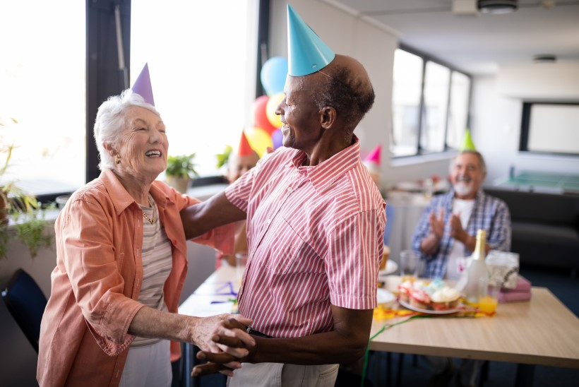 ÄRGE ALAHINNAKE EAKAID: vanavanemad ei taha sünnipäeval morssi ja kooki, vaid rokkivat tantsupidu