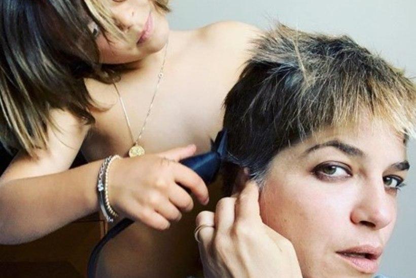 Pisipoeg aitas raskelt haigel näitlejannal juuksed maha ajada