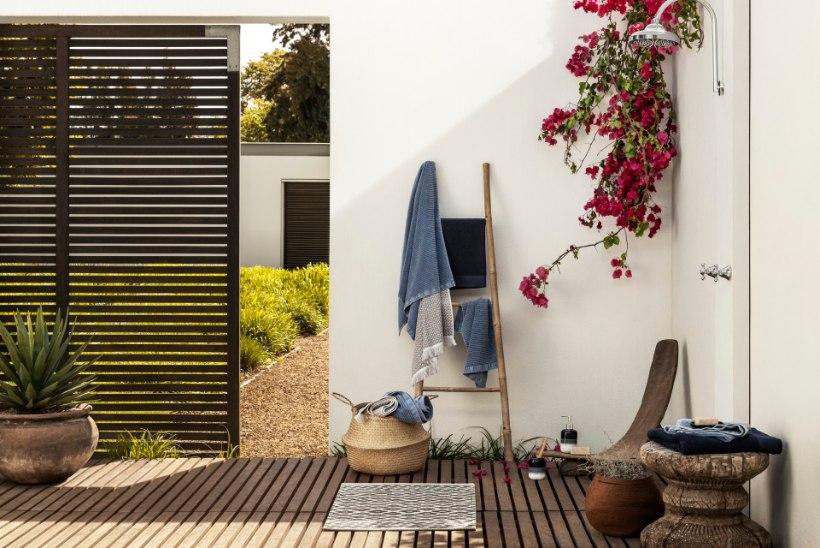 Kaunista kodu suvisel pööripäeval maalähedaste toonidega
