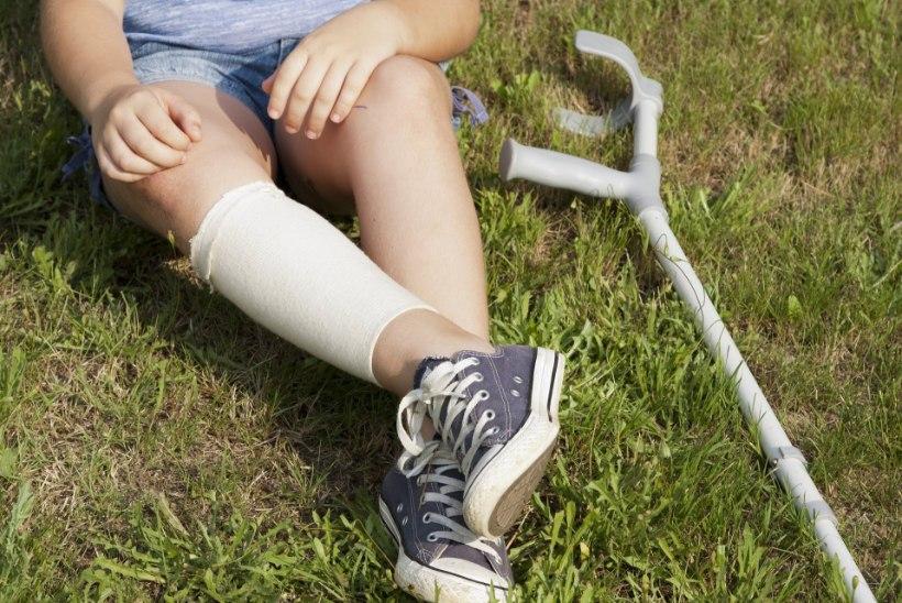 Lasteterapeut annab nõu: kuidas lapsele trauma korral liikumisabivahendit valida