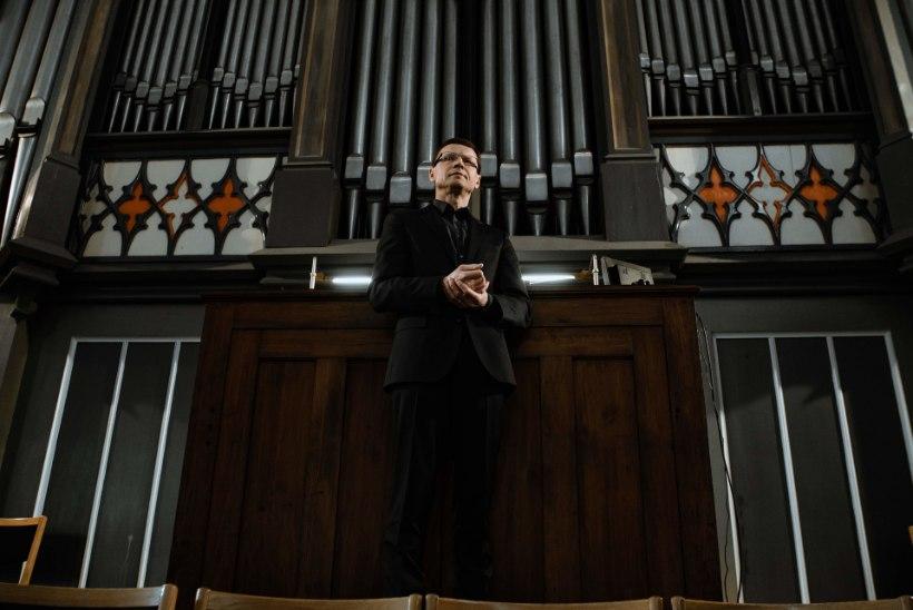 ÕL VIDEO | POLIITIKU PARALLEELELU: endine rahandusminister Aivar Sõerd mängib jumalateenistustel orelit